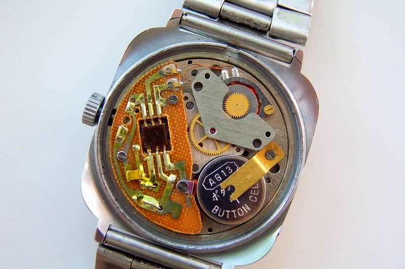 Часы представляют собой прибор, служащий для определения времени суток, а также для измерения длительности временных отрезков, меньших чем одни сутки.